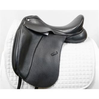 Almost New Tempi II Dressage Saddle with Patent Leather Cantle